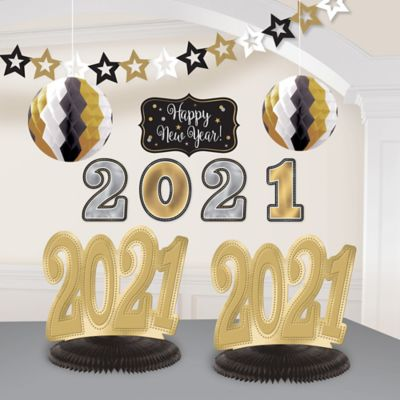 Black, Gold & Silver 2015 New Year's Decorating Kit 10pc