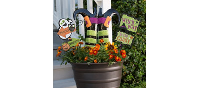 Witch Way Flower Pot Signs Decorating Kit