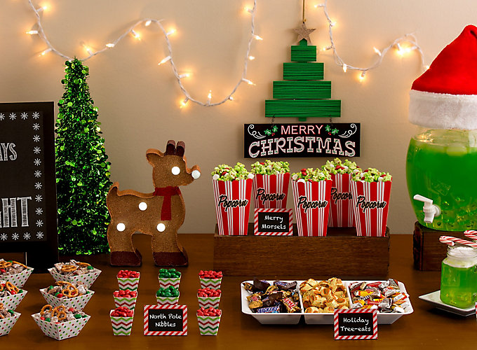 Holiday movie night party party city for Home alone theme decorations
