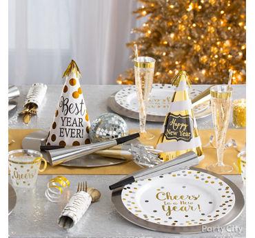 White and Gold Tablescape Idea