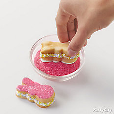 Cover cookies in sugar