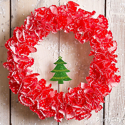 Holiday Baking Cup Wreath DIY